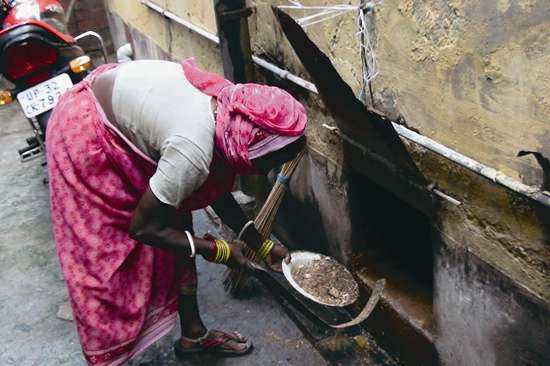 manual_scavenging_20131021.jpg