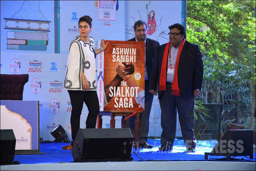 Kajol releases Ashwin Sanghi's book at JLF 2016